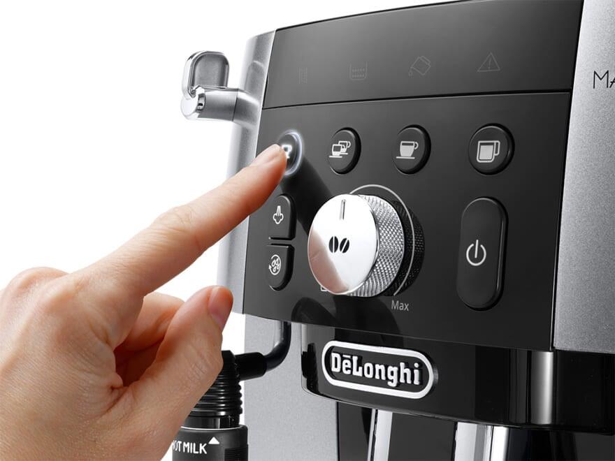 視認性に優れたバックライトアイコンを備えたダイレクトボタンと、ダイヤルタイプの豆量調整つまみ