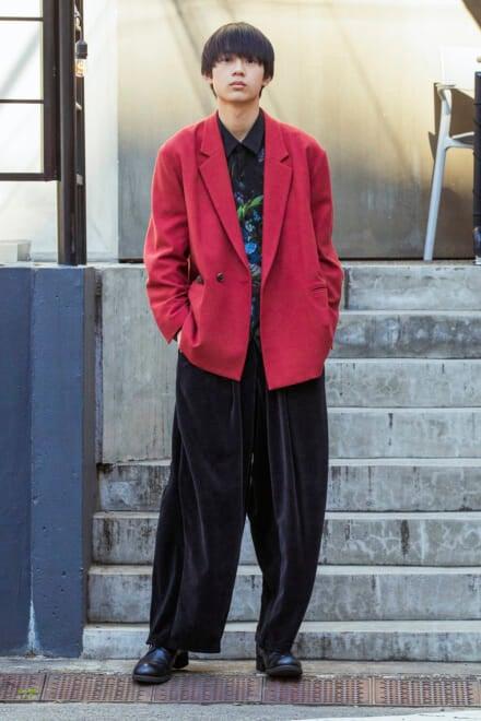派手色ジャケットはルーズシルエットを意識すると、しゃれ見えしつつ自然に!