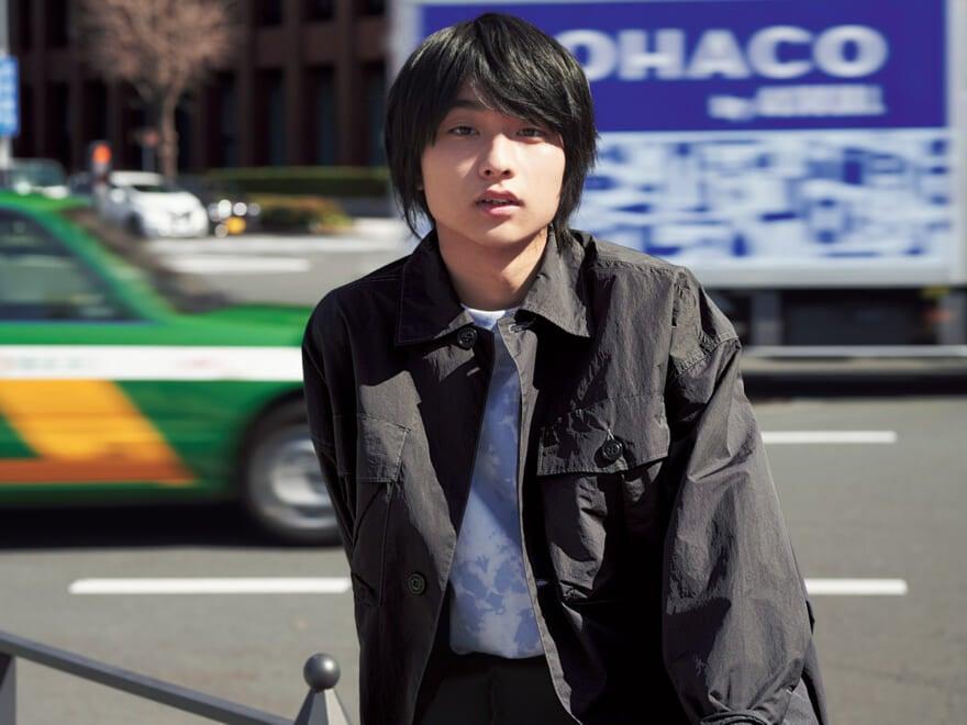 【奥平大兼×ミリタリーシャツ】人気俳優のシャツスタイル・ポートレート