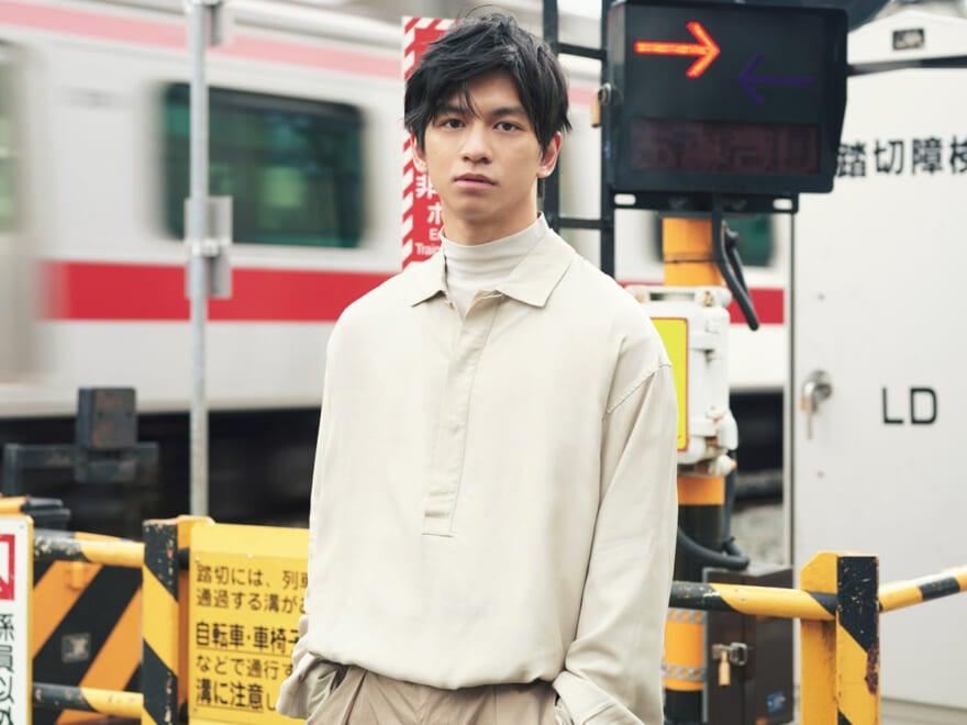【田中偉登×プルオーバーシャツ】人気俳優のシャツスタイル・ポートレート