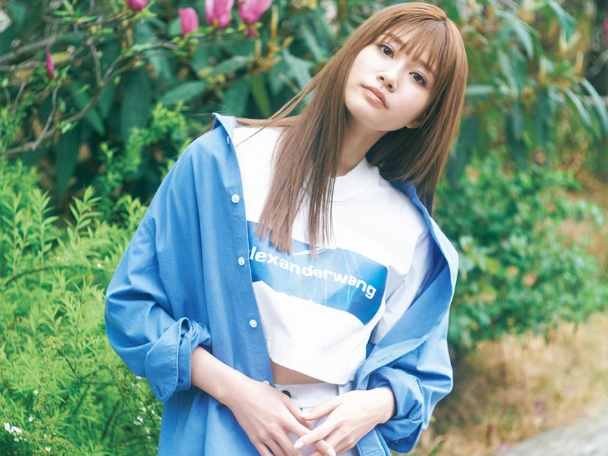 """【生見愛瑠】""""めるる""""が着こなす、夏らしいブルー!#100人の夏、ファッション所信表明!"""