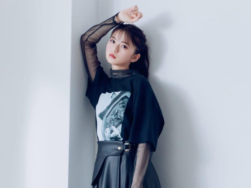 乃木坂46 齋藤飛鳥の2/her 「フォトT」をキーワードに着こなす2つのスタイル