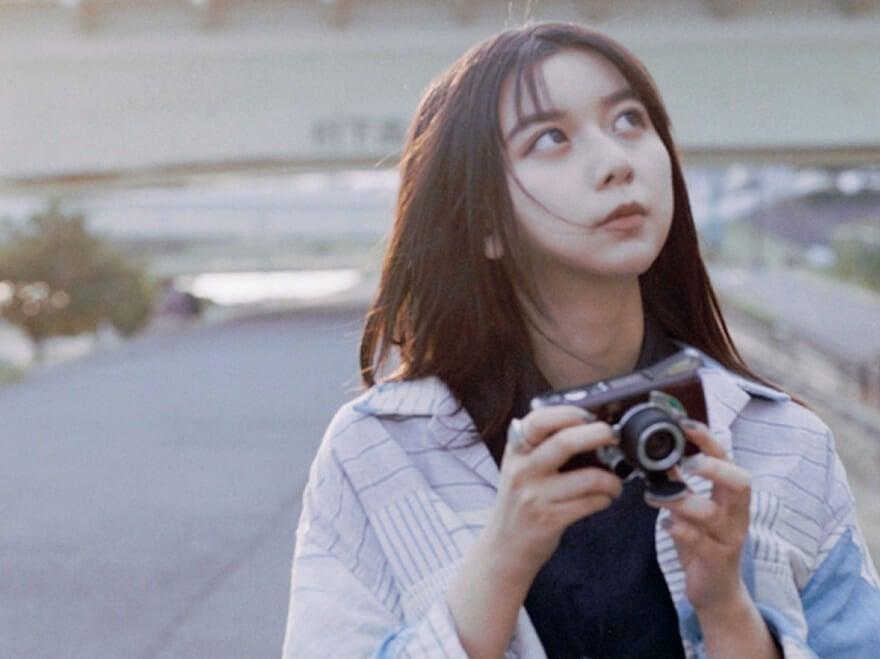 上白石萌歌とフィルムカメラ。愛用のカメラ、撮ること・撮られることへの思いを語る