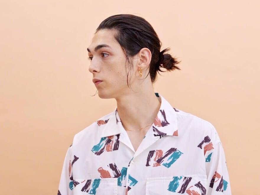 【3分ヘアアレンジ③】モードなひとつ結びは、ウェット質感とおくれ毛で勝負!【動画で簡単レクチャー】