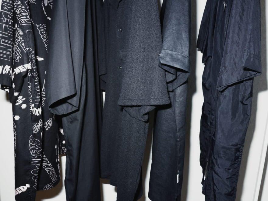 """さっと着るだけで映える夏の黒シャツ5選【黒いスタイリスト高橋の、使える""""夏の黒""""Part1】"""