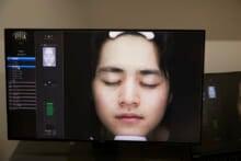 「俺はつるすべピチピチ肌」【岸本ルーク&鈴鹿央士の美容1年生】美容皮膚科で肌診断!①