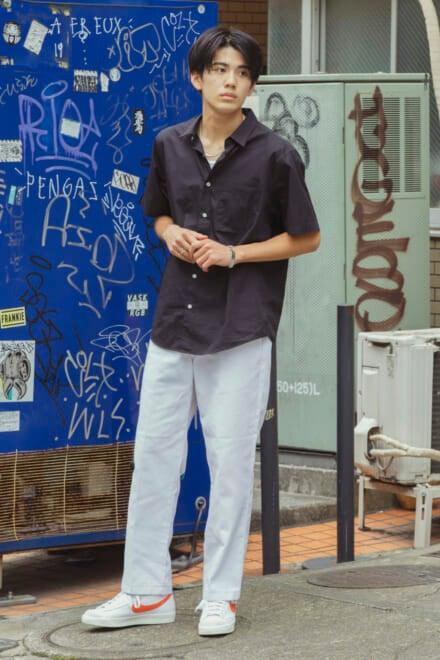 シュプリームの開襟シャツ。王道ブランドでつくる、程よい色気も欲張れるコーデ