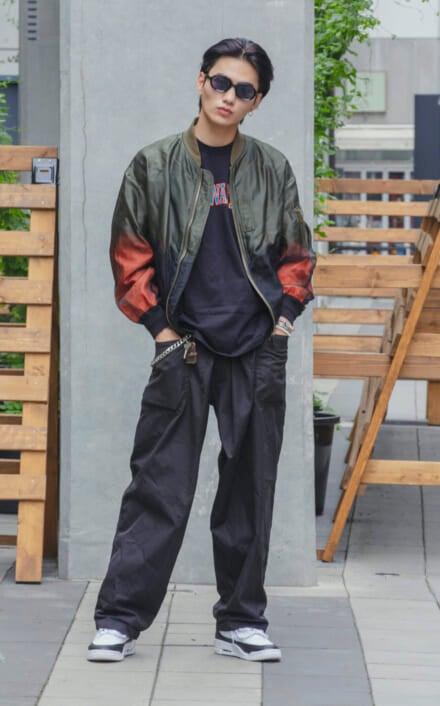 大平修蔵は、トーガのパンツにスペシャルコラボのスニーカーを投入!