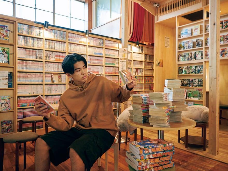 達人が選ぶ東京のよき銭湯2軒! 7,000冊の漫画、赤富士… #めくるめくレトロな世界へ