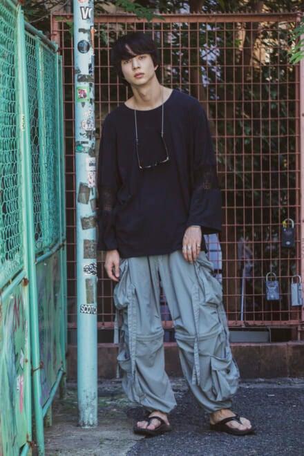 ジェンダーレスな要素を取り入れた、新感覚ファッション
