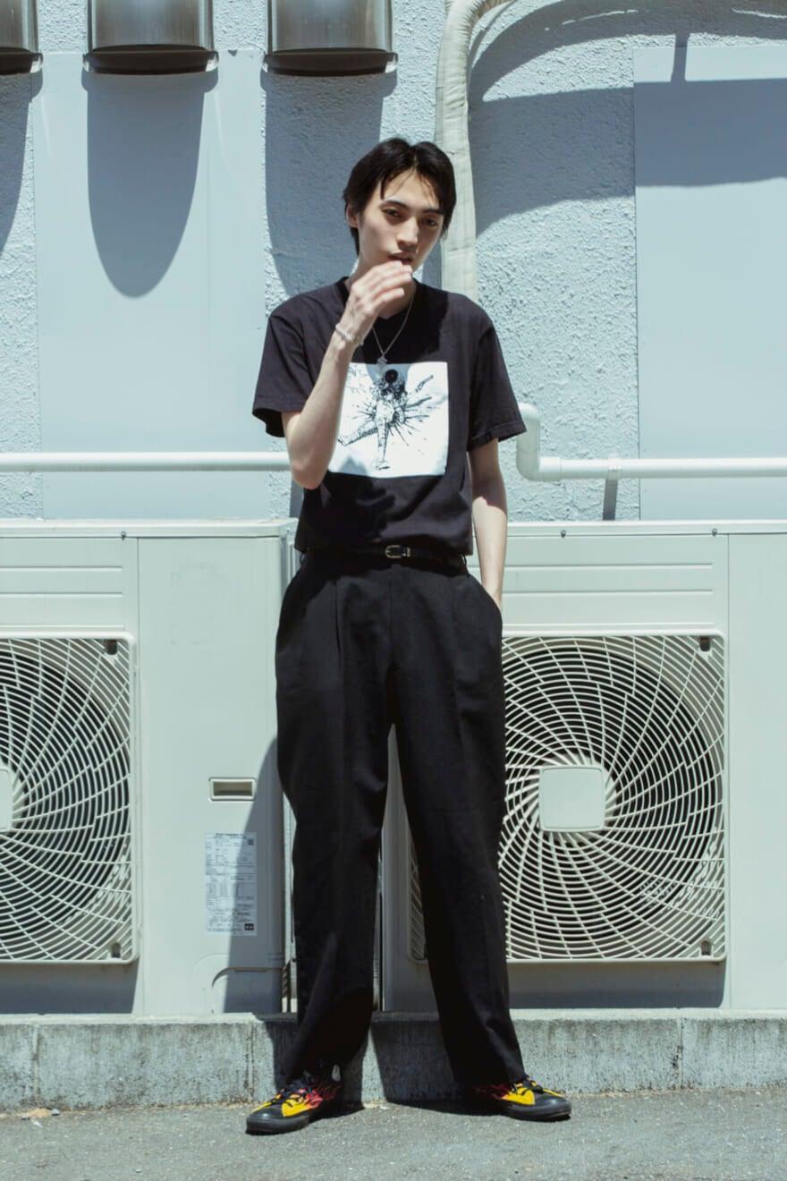 シュプリームの『AKIRA』Tシャツで、クールなオールブラック!