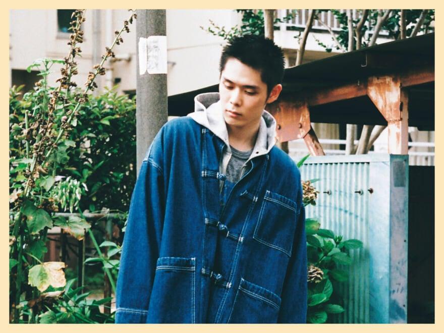 今一番気になる俳優、細田佳央太が着こなす、夏の終わりのデニムスタイル