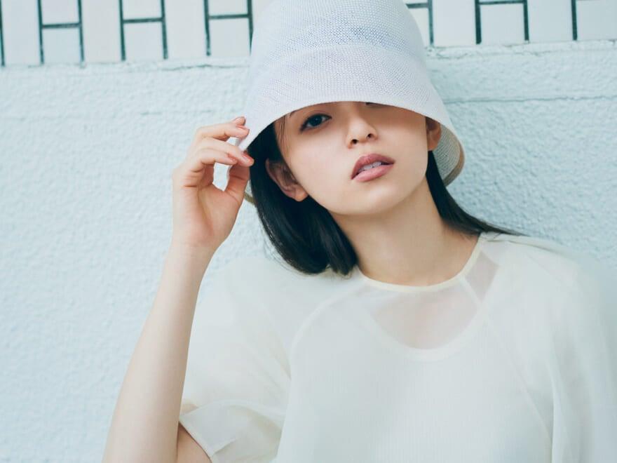 乃木坂46 齋藤飛鳥の2/her クールに着る、可愛く着る。夏の「オールホワイト」